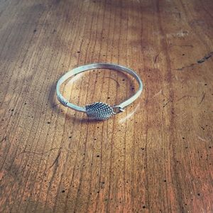 Silver shell bangle with clasp